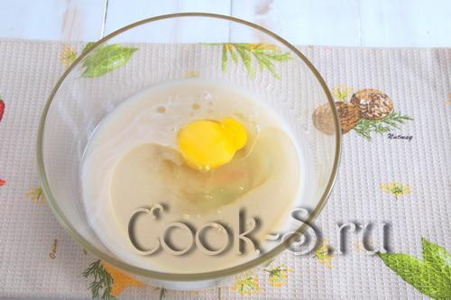 Морковный пирог с творожным сыром и брусникой – кулинарный рецепт