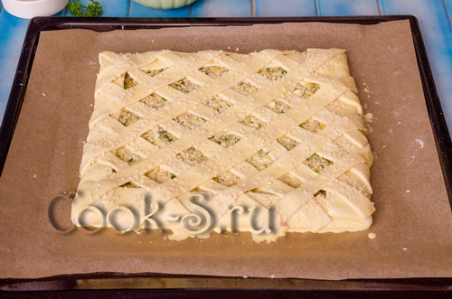 слоеный пирог с консервированной рыбой