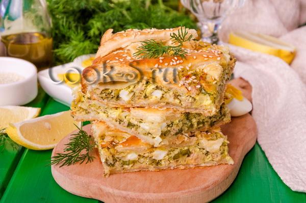 пирог с рыбной консервой из слоеного теста