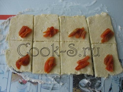 Рогалики из творожного теста с вишнями – кулинарный рецепт