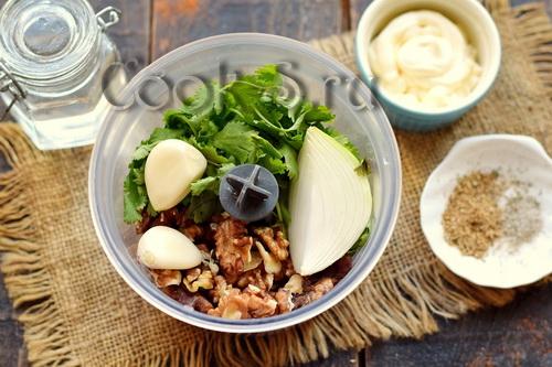 орехи зелень чеснок