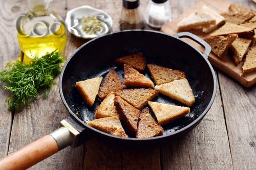 гренки с чесноком на сковороде рецепт с фото