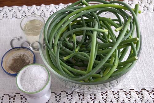 Чесночные стрелки с кускусом и овощами – кулинарный рецепт