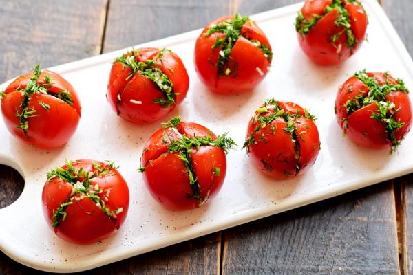 малосольные помидоры в пакете с чесноком и укропом рецепт с фото