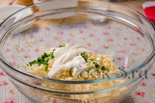 Яичные рулеты с грибами – кулинарный рецепт