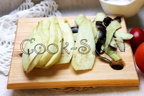 Рулетики из баклажанов с помидорами – кулинарный рецепт
